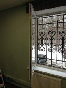 установка отремонтированного окна