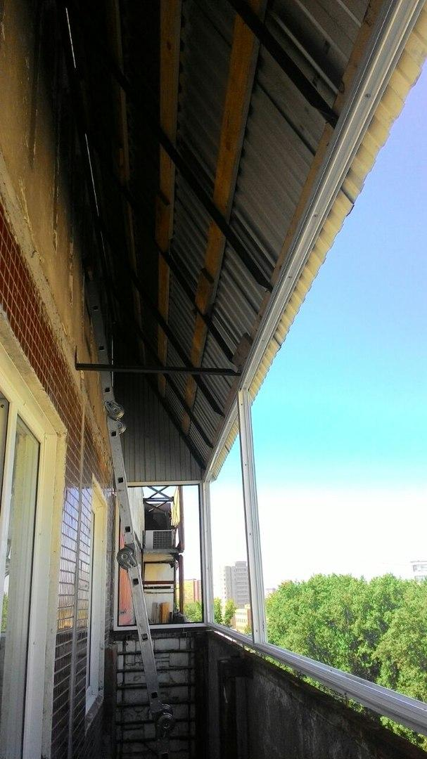 балконное остекление с крышей