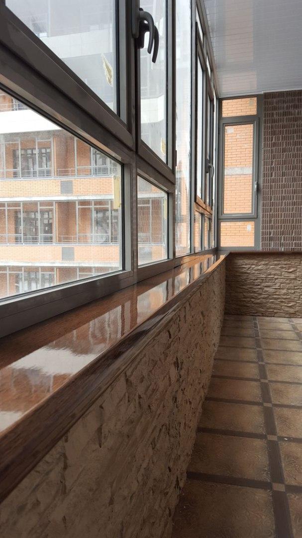 отделка балкона с подоконником - фото